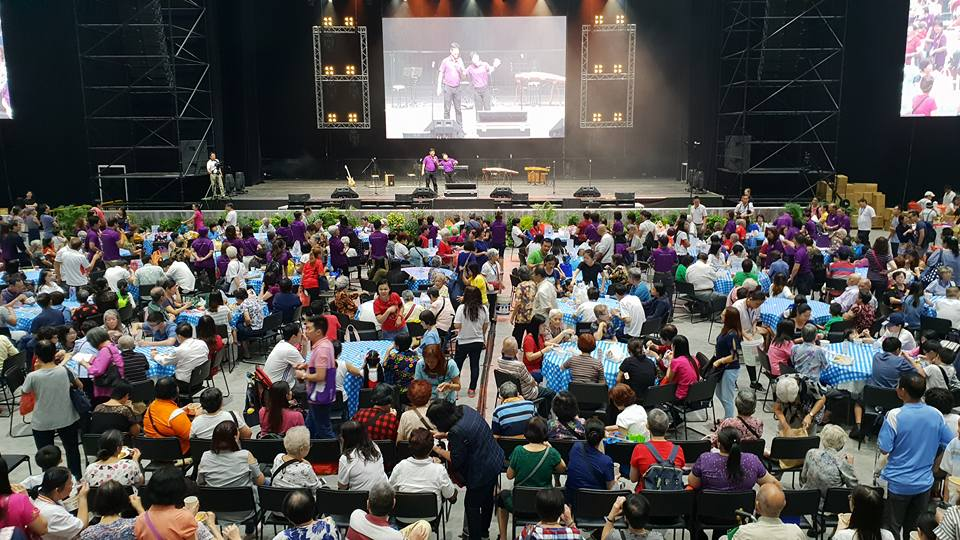 1 BWM Vesak 18 at Big Box.jpg hall 1-crowd.beneficiaries.jpg