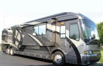 Country Coach_Magna_Previously Owned_3 Tone Metallic_2007_Diesel.jpg