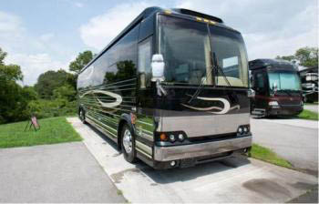Prevost_Marathon_Previously Owned_Black_2006_Diesel.jpg