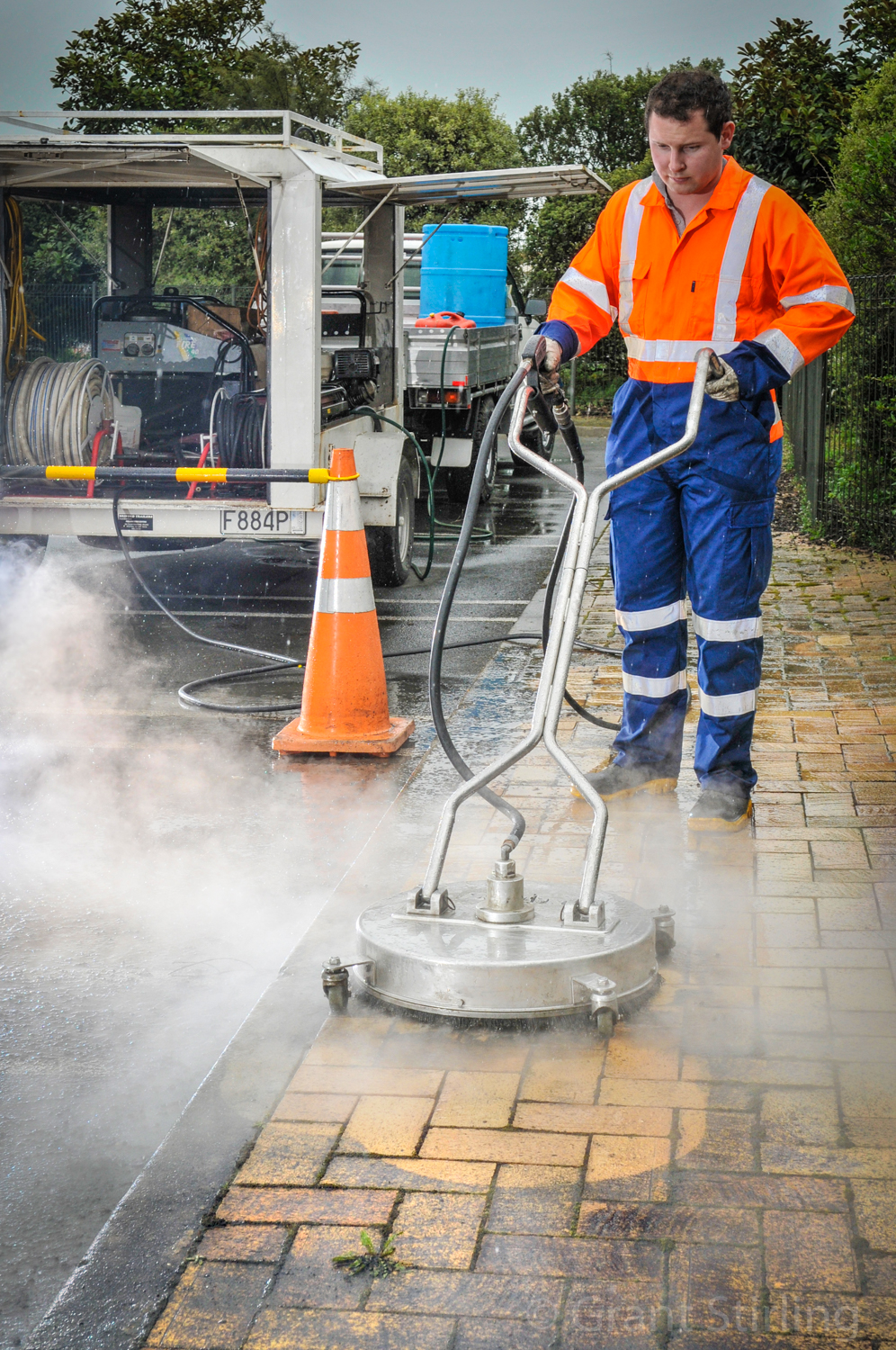 Concrete steam cleaner