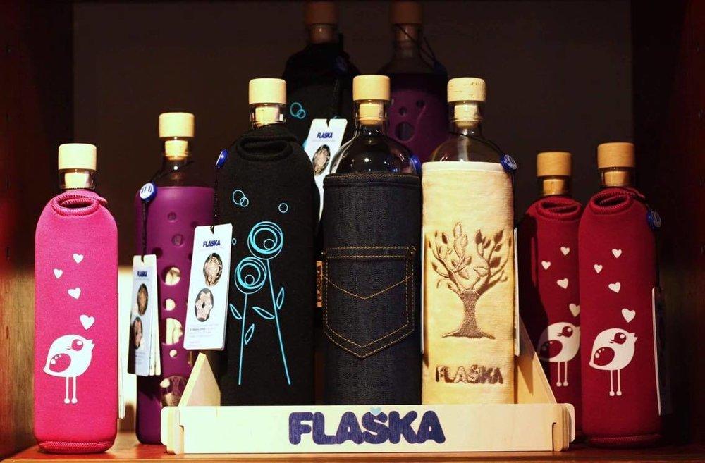 HaminJoogasta löydät kauniit, lasiset Flaska-juomapullot