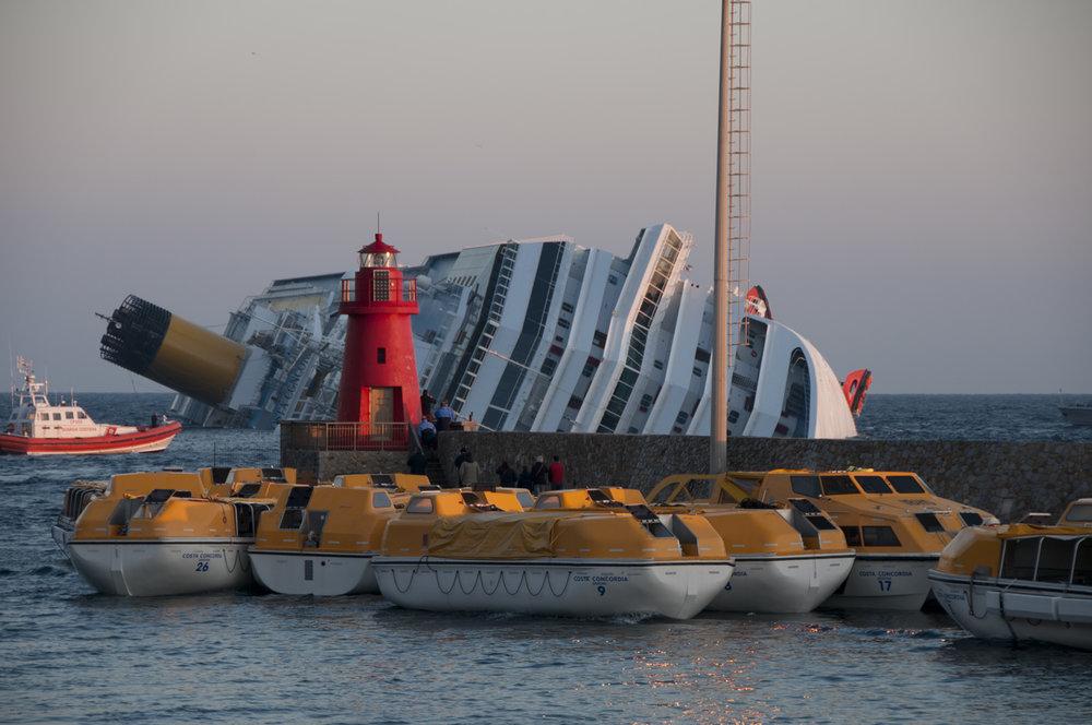 Collision_of_Costa_Concordia_35.jpg