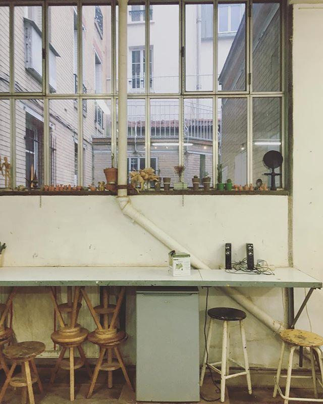 #workshop #artworkshop #painting #learntopaint #paintingworkshop #paris #artparis #oilpainting #oil #spraypaint #acrylique #artwork #artdailydose #painter #portraits #teachart #artinstructor #artistsinparis #paintingclasses #paintingclass #coursdepeinture #coursdepeinture