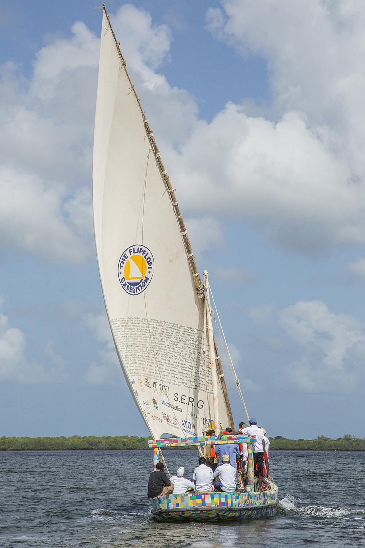 flipflopi-dogo-sailing.jpg