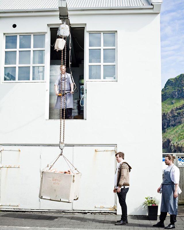Nú er allt að gerast. Við opnum á föstudaginn með ofboðslega góðan matseðil og rosalegan drykkjarseðil. Við getum ekki beðið! . . Now it's happening. We're opening this friday and can't wait! . . #slippurinn #vestmannaeyjar #malilazellphotography