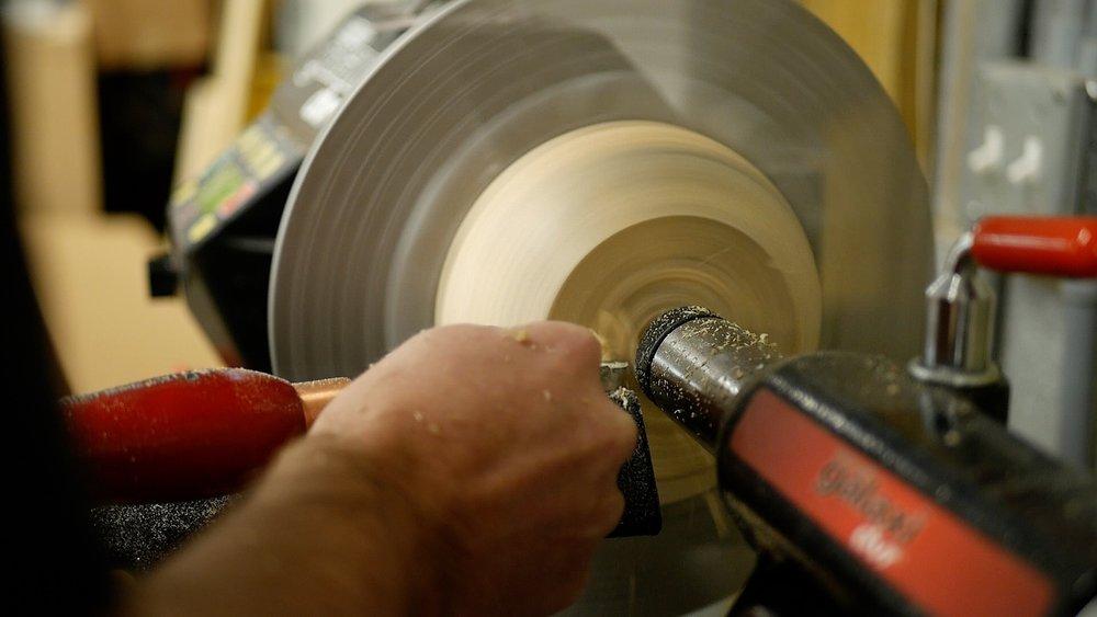 woodturning Log To Bowl smooth bottom of bowl