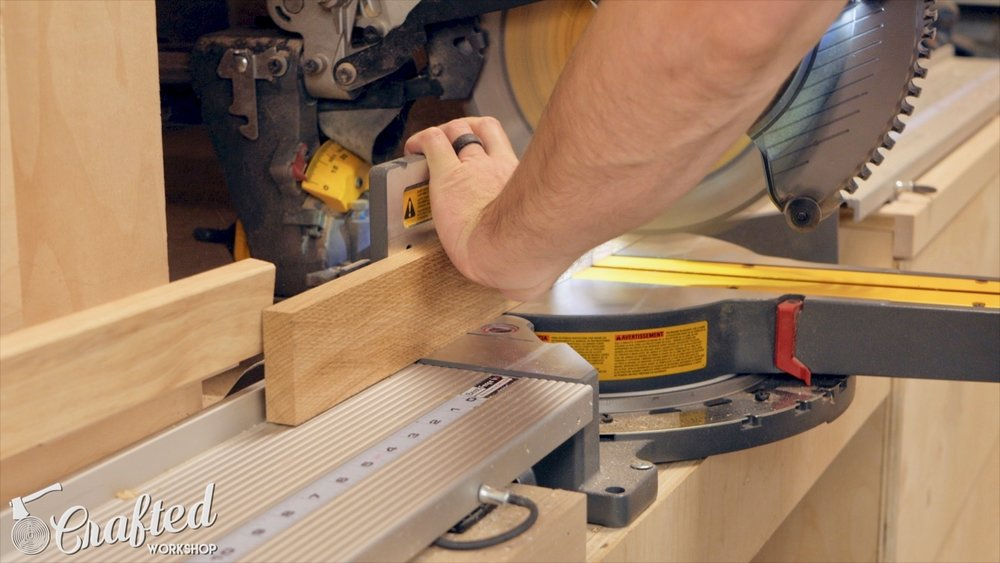 cutting a bevel in oak on dewalt flexvolt miter saw