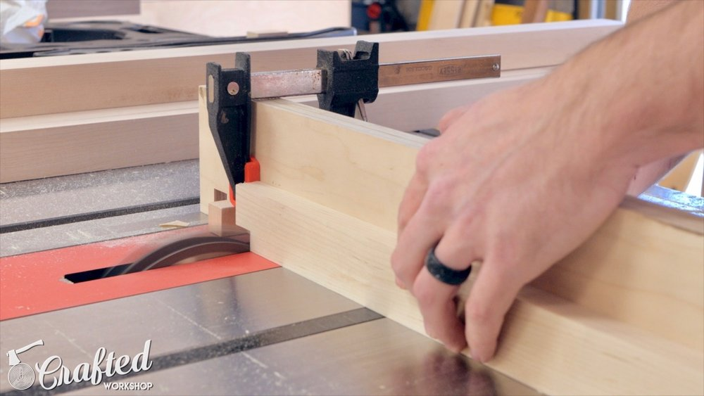 cutting notches into ends of slats on table saw