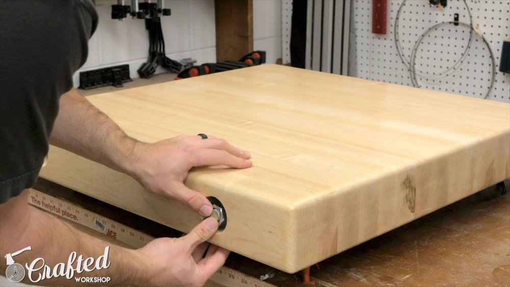 installing all thread in maple table top