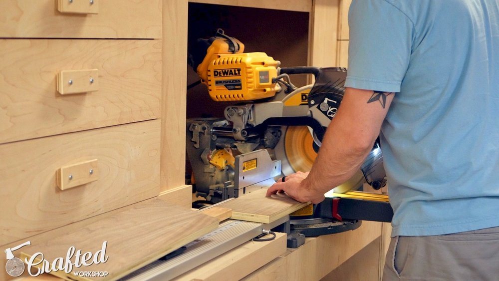 cutting plywood on flex volt dewalt miter saw