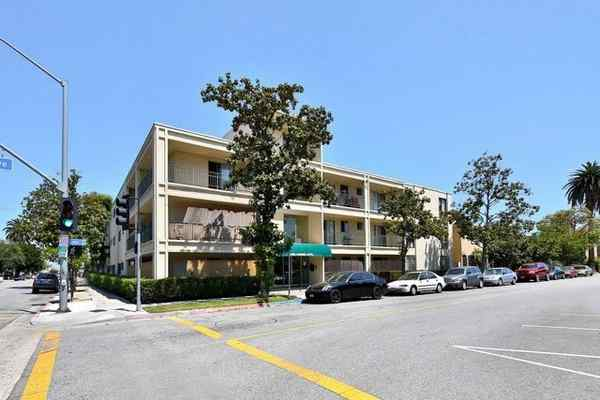 8.31.16   Waterford Property Company, an Orange County-based multifamily investor, has purchased a 42-unit apartment complex in Long Beach for $7.45 million.  The deal is Waterford's eighth acquisition in the area in 14 months. Other acquisitions include two contiguous, 20-unit apartment buildings in Alamitos Beach.   Read more at Press Telegram
