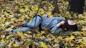 Girl_In_Leaves