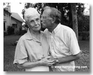 elderly-man-kissing-woman-K120-08-448