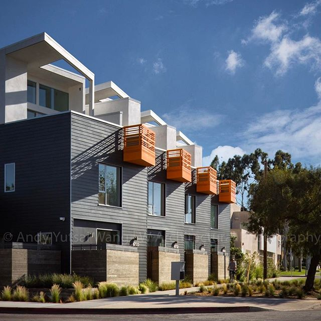 My favorite color combination- orange & grey. #architecturephotography #architecture #archidaily #architecturelovers