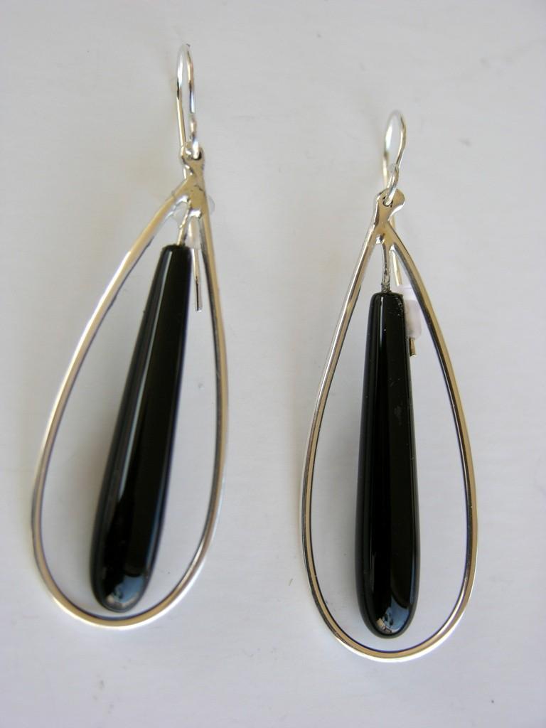 Silver hoop with onyx earrings