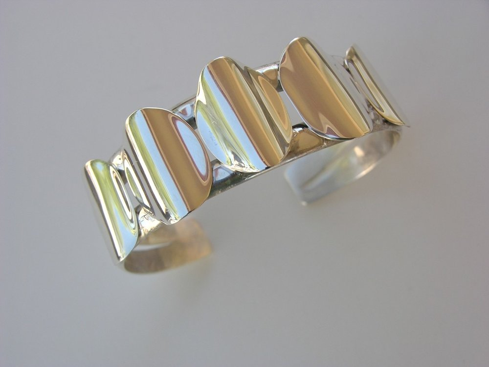 Silver Oval Wave bracelet
