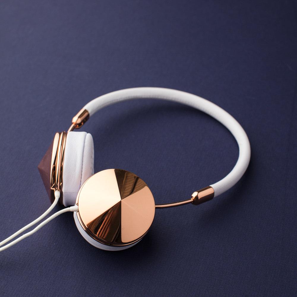 belle_poppy_digital_navy_headphones