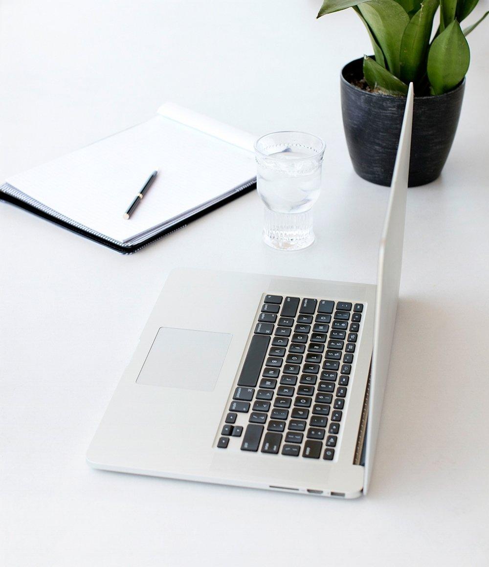 belle_poppy_digital_white_desktop