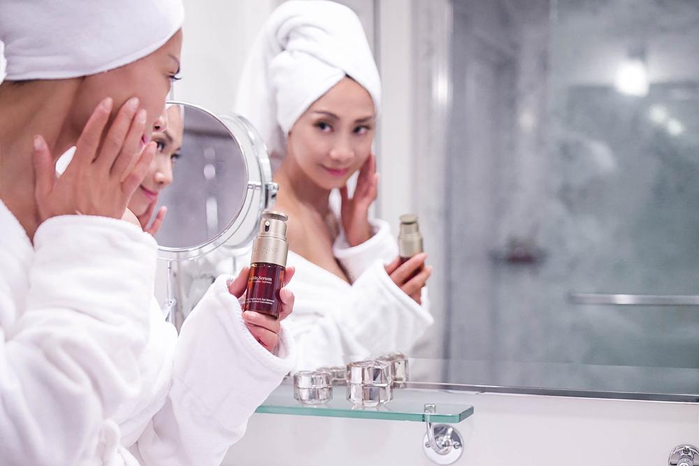 Clarins-double-Serum-mirror.jpg