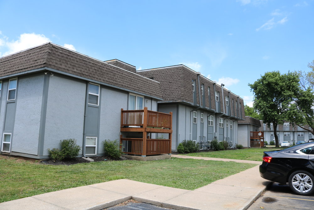 brentwood-park-apartments-grandview-mo-primary-photo_web.jpg
