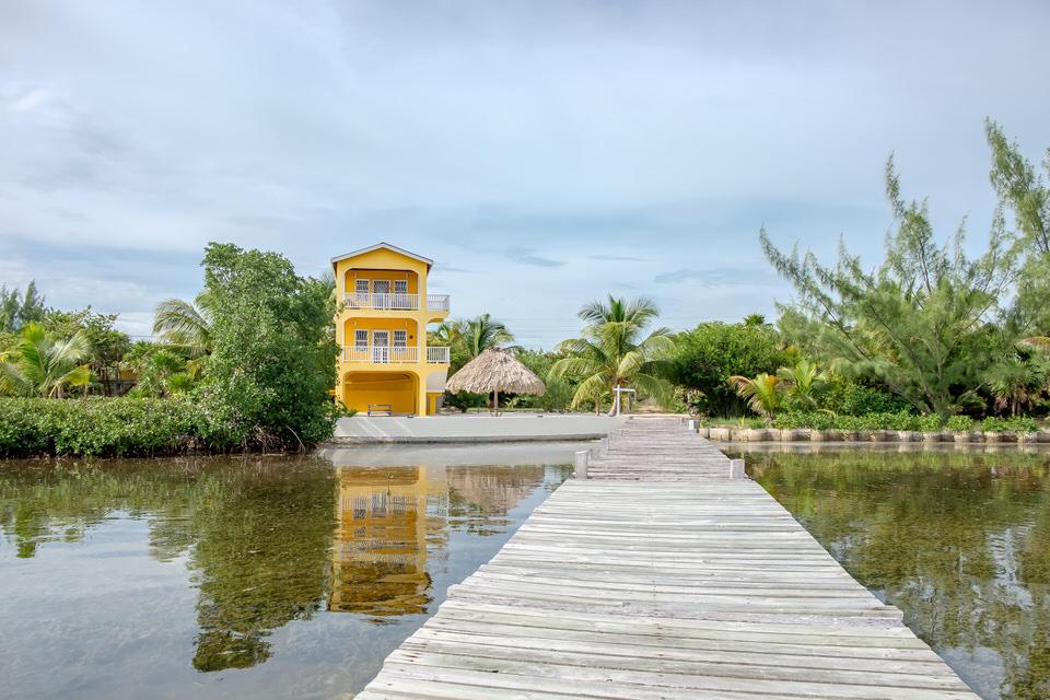 Casa De Mango Dock