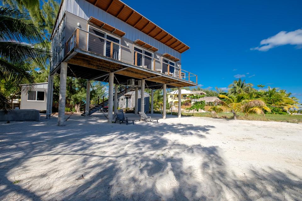 Studio / 1 BA Beachfront Home