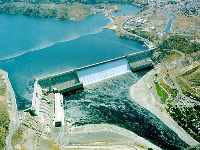 The Grand Coulee Dam on the Columbia River blocked salmon from reaching more than 1,000 miles of spawning grounds. (US Bureau of Reclamation)