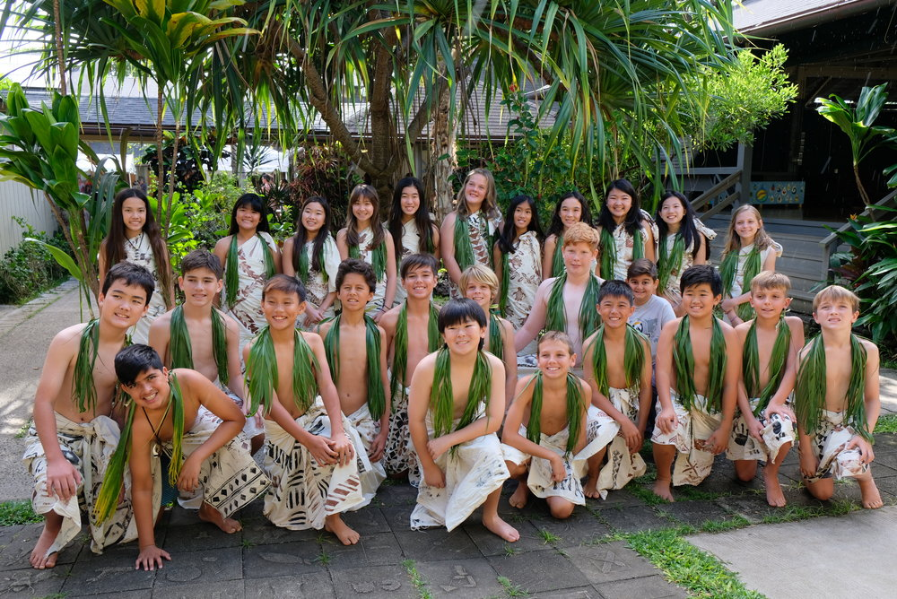 The class of 2018 poses for a group picture moments before the start of Makahiki proudly wearing their kapa.