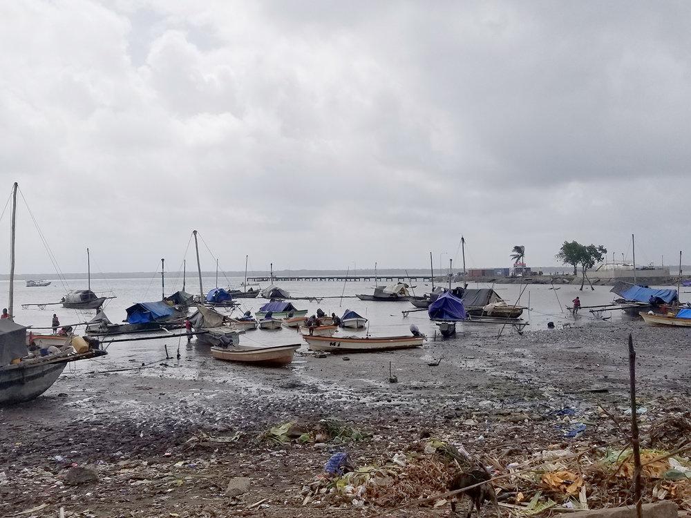 Daru shore boats.jpg