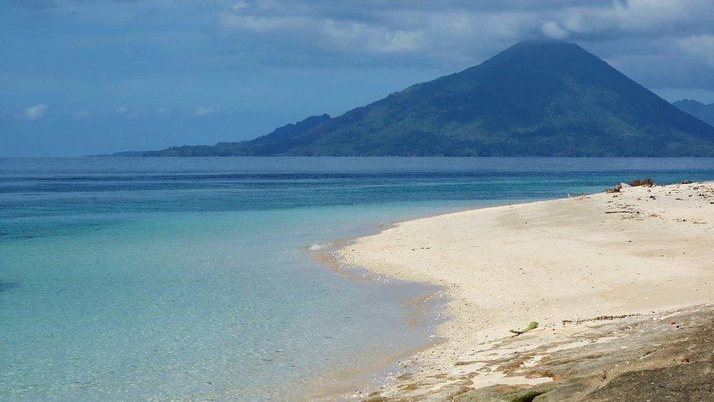 Volcano-in-Banda-Island.jpg