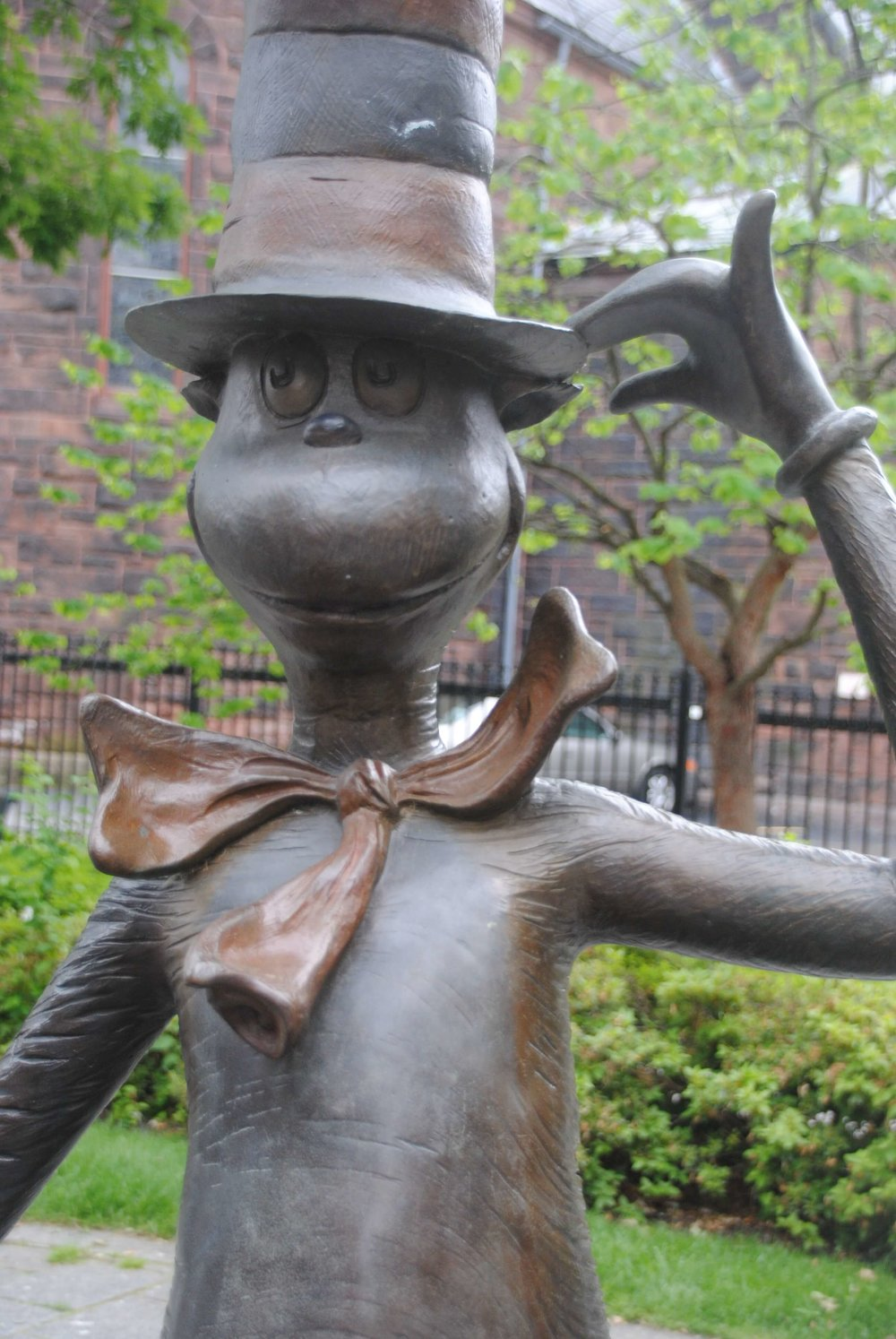 dr seuss museum - cat in the hat statue