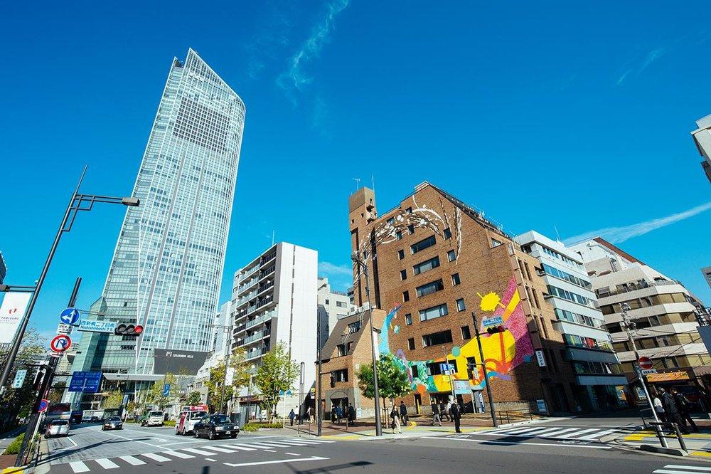 Tokyo Mural Art Project in 新虎通り - Client/Partner: 森ビル、Anchorstar、JetroDate: Sep 2017Description: オリンピックに向けた文化事業の一貫として、新虎通りに次々と巨大壁画を制作し、あらたなランドマークと化するプロジェクト。Artist: SAL, Jon Jon Green