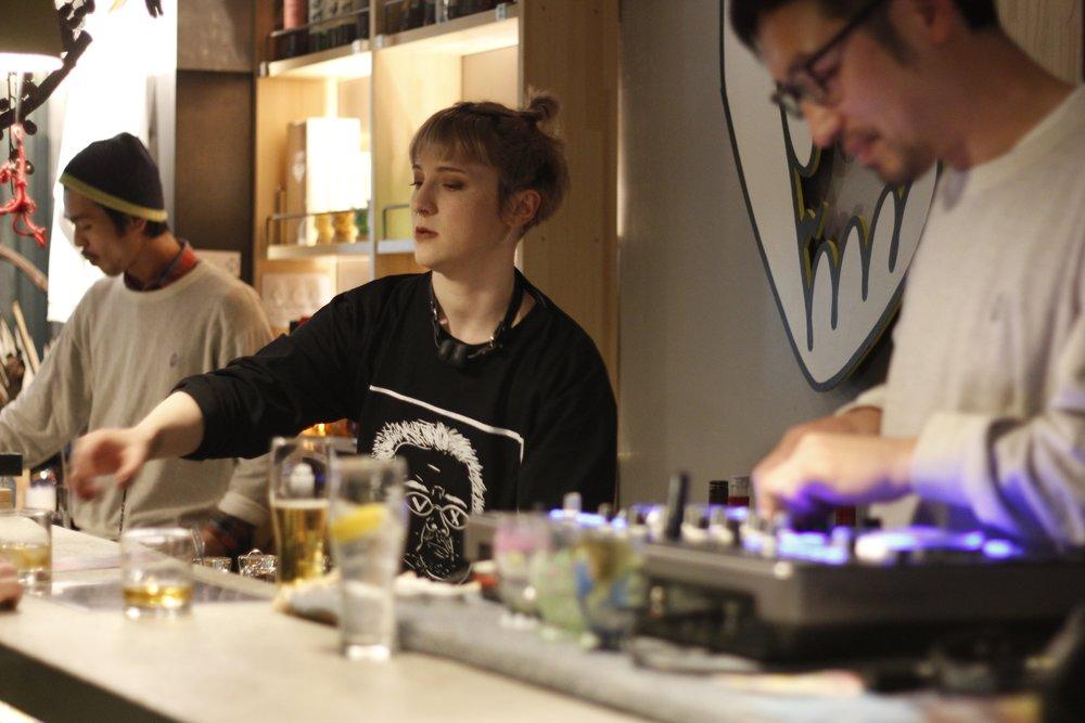 バーは様々なクリエイターが国内外から集まり、刺激し合う場です