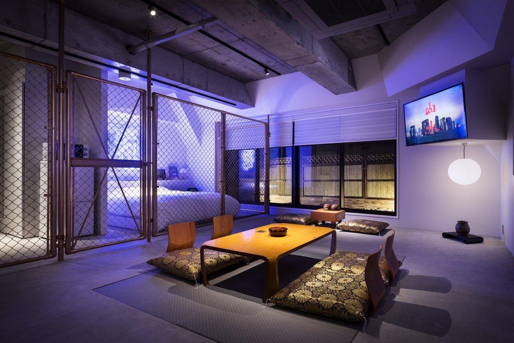 各部屋を気鋭のアーティストが作品空間として制作