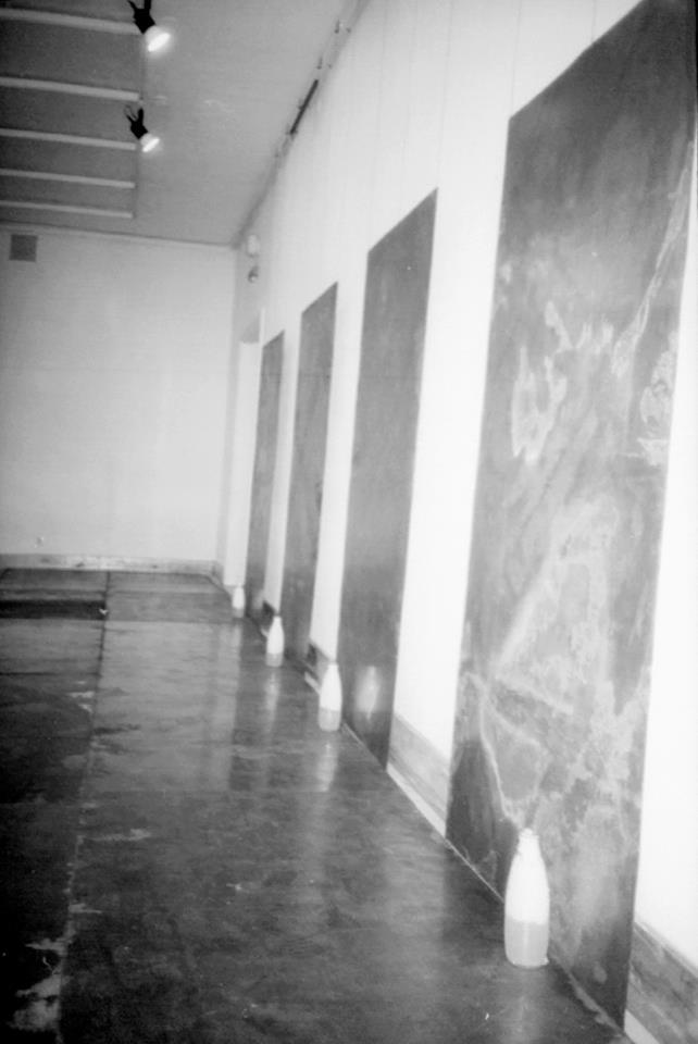 """""""Dzień dobry"""" - instalacja Galeria Studio, Warszawa, 1989 Foto. Erazm Ciołek"""