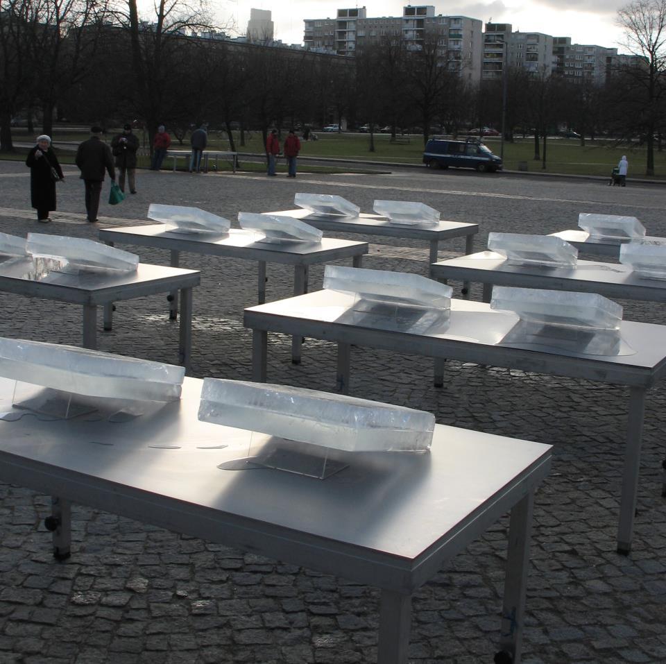 Lacrimosa Instalacja przed Pomnikiem Bohaterów Getta w Warszawie, 2008