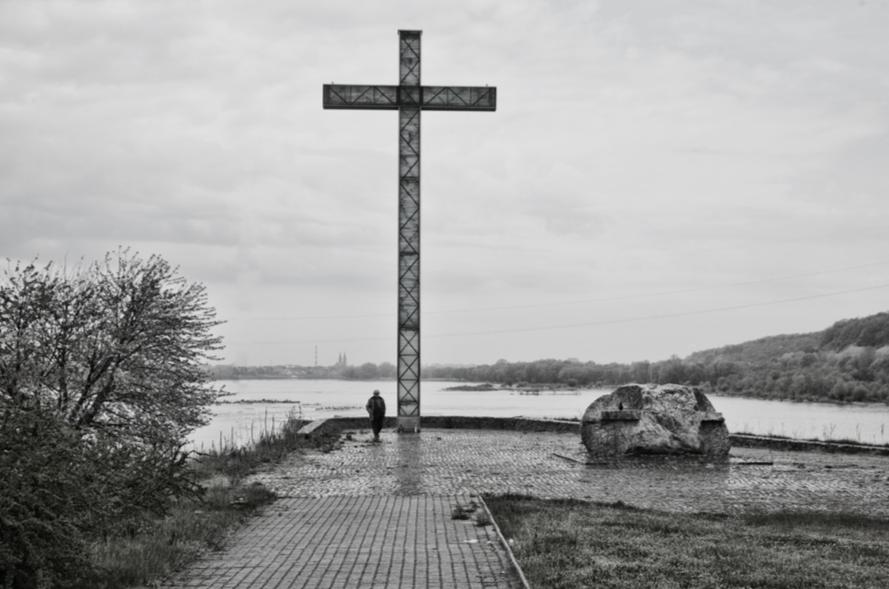 Krzyż ks. Jerzego, Tama na Wiśle, 1991, fot. Jerzy Kalina.