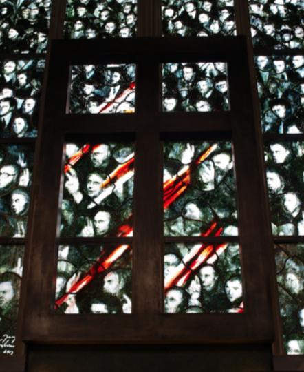 Witraż w kaplicy Państwa Podziemnego w Kościele Garnizonowym pw św. Elżbiety Węgierskiej we Wrocławiu, 2014, fot. tomasz Tuszko
