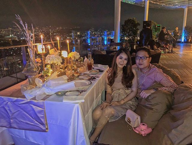 Dinner at our rooftop venue means enjoying amazing Bandung city view, under the beautiful sky and of course indulge in premium taste of our irresistible cuisines.  Thank you @banabangs for sharing this beautiful picture.  #TheTransLuxuryHotel #TransLuxuryExperience #romanticdinner  #the18th_tlh #the18threstaurantandlounge