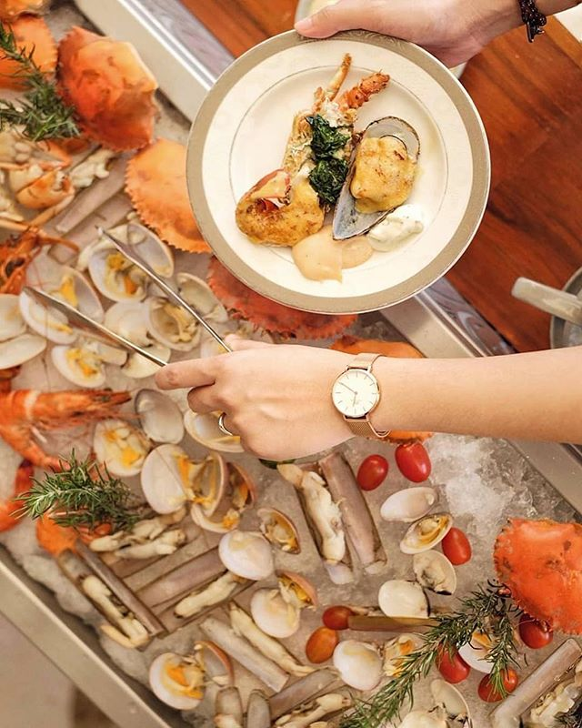 Premium Seafood on Ice only at our Super Brunch every Saturday. Give us a visit and enjoy your brunch with a view like never before.  Thank you @foodnotestories for sharing this tempting picture.  #TheTransLuxuryHotel #TransLuxuryExperience #The8thRestaurant&Lounge