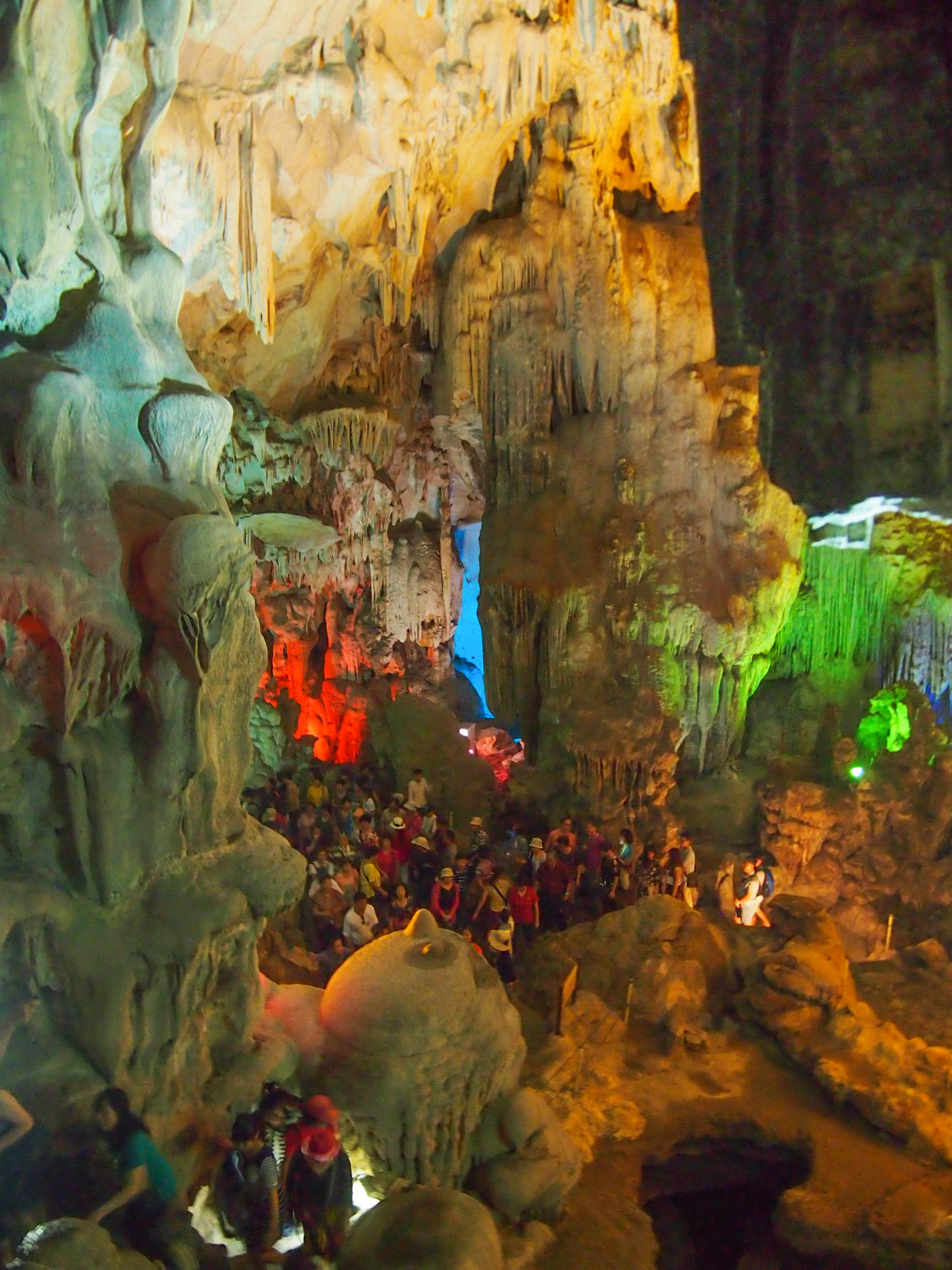 You can see how huge (and how crowded!) the cave is from this pic