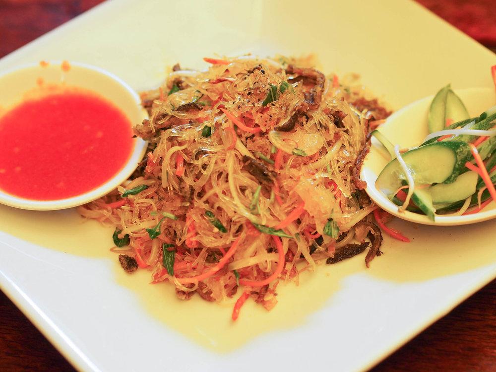 Stir fried cassava noodles with eel