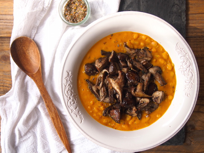 Creamy cannellini bean pumpkin risotto with garlicky mushrooms is the perfect weeknight dinner for fall!