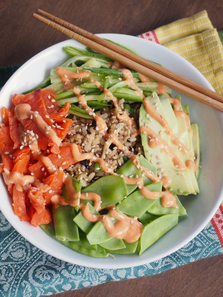 Sushi Un-Roll with Smoked Salmon and Creamy Sriracha Sauce