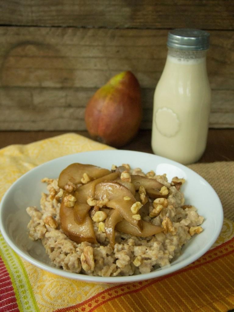 Chai Oatmeal with Sauteed Pears