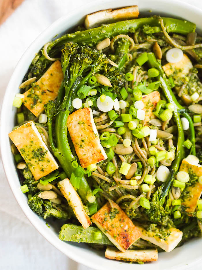 Vegan cilantro pesto soba noodle bowl with seared tofu and broccolini! Makes the perfect make ahead lunch!