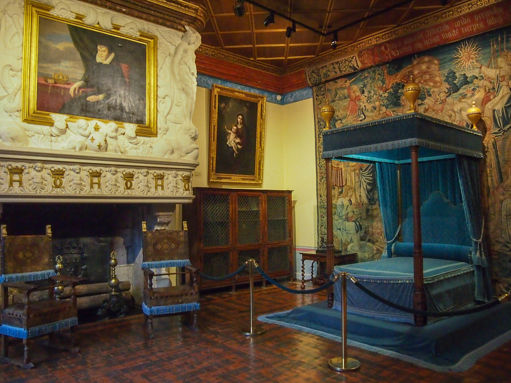 Diane de Poitiers bedroom with a portrait of Catherine de Medici hanging over the fireplace. Clearly, Chenonceau was #TeamCatherine