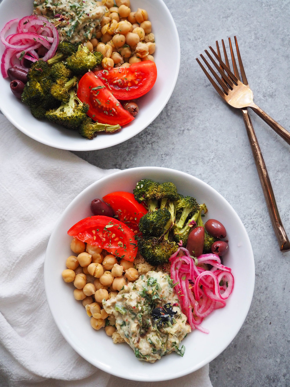 Make this vegetarian babaganoush bowl loaded with roasted broccoli, chickpeas, , pickled red onions and a big scoop of creamy babaganoush! #Mediterranean #grainbowl #healthyrecipe #vegetarian