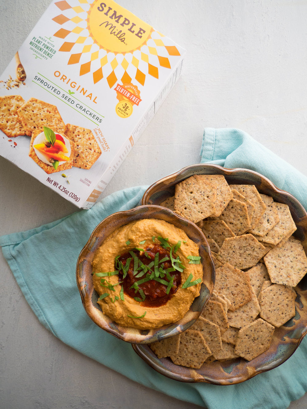 Spicy and smoky harissa hummus! It's extra smooth and creamy thanks to a simple trick! #healthyrecipe #hummus #harissa #dip #snack #glutenfree #vegan