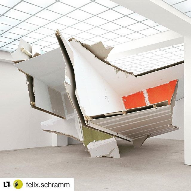 💛 💙 ❤  #Repost @felix.schramm ・・・ #sculpture #hamburgerbahnhof #plasterboard #art #felixschramm #contemporaryart #space #installation #artwork #painting #photography #berlin #photooftheday